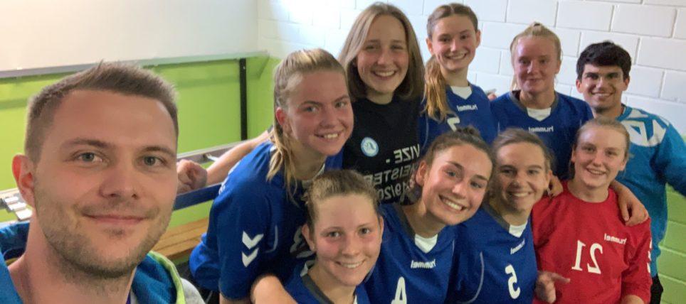 Weibliche B-Jugend nach fulminantem Sieg im zweiten Spiel an Tabellenspitze